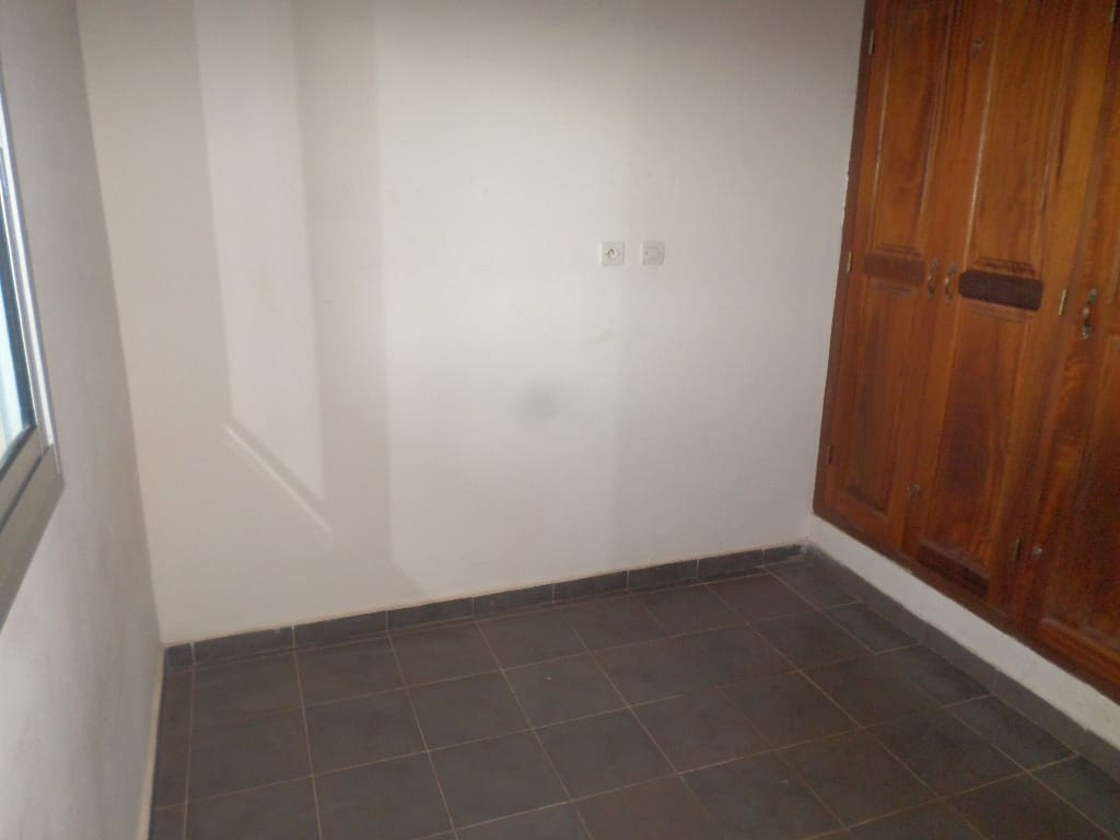 Appartement à louer - Yaoundé, Santa Barbara, pas loin de gulfin - 1 salon(s), 1 chambre(s), 1 salle(s) de bains - 105 000 FCFA / mois