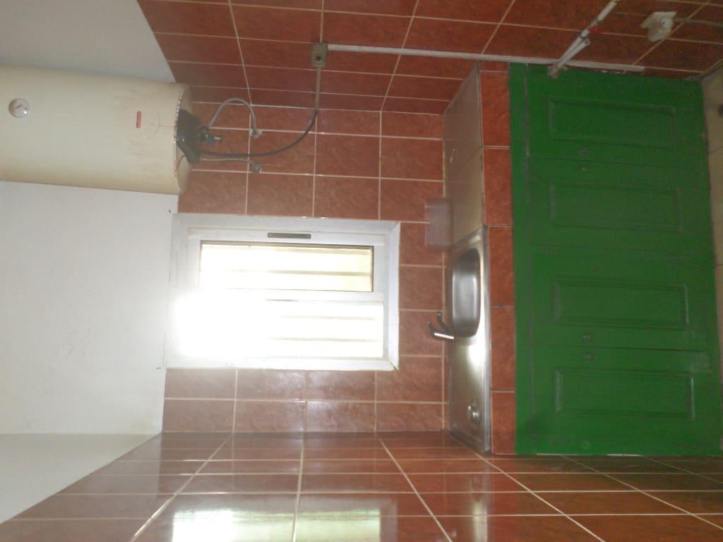 Appartement à louer - Yaoundé, Bastos, pas loin de guecht - 1 salon(s), 1 chambre(s), 1 salle(s) de bains - 150 000 FCFA / mois