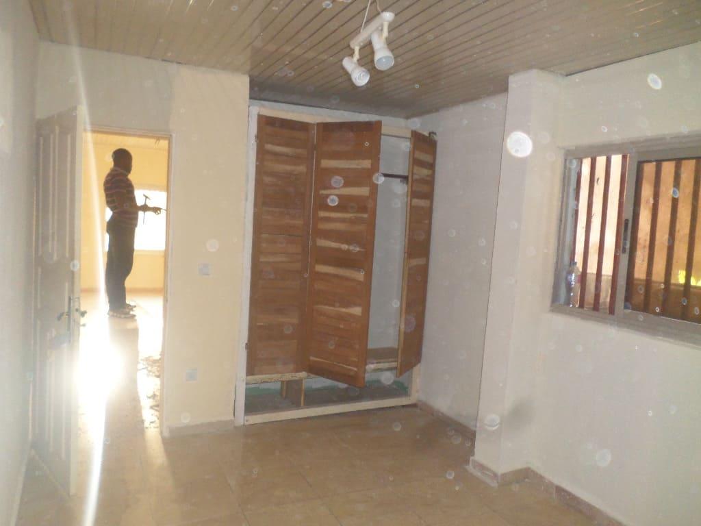 Apartment to rent - Yaoundé, Bastos, pas loin de guecht - 1 living room(s), 1 bedroom(s), 2 bathroom(s) - 175 000 FCFA / month