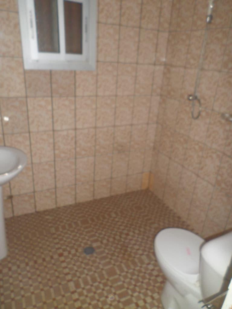 Office to rent at Yaoundé, Mbankolo,  - 100 m2 - 200 000 FCFA