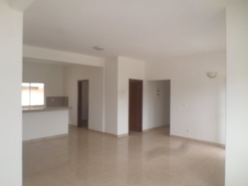 Apartment to rent - Yaoundé, Bastos, pas loin du rond point - 1 living room(s), 2 bedroom(s), 3 bathroom(s) - 700 000 FCFA / month