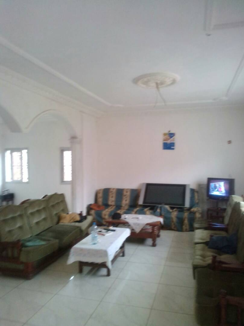 House (Villa) for sale - Yaoundé, Biyem-Assi, IMMOBILIER - 1 living room(s), 4 bedroom(s), 3 bathroom(s) - 90 000 000 FCFA / month