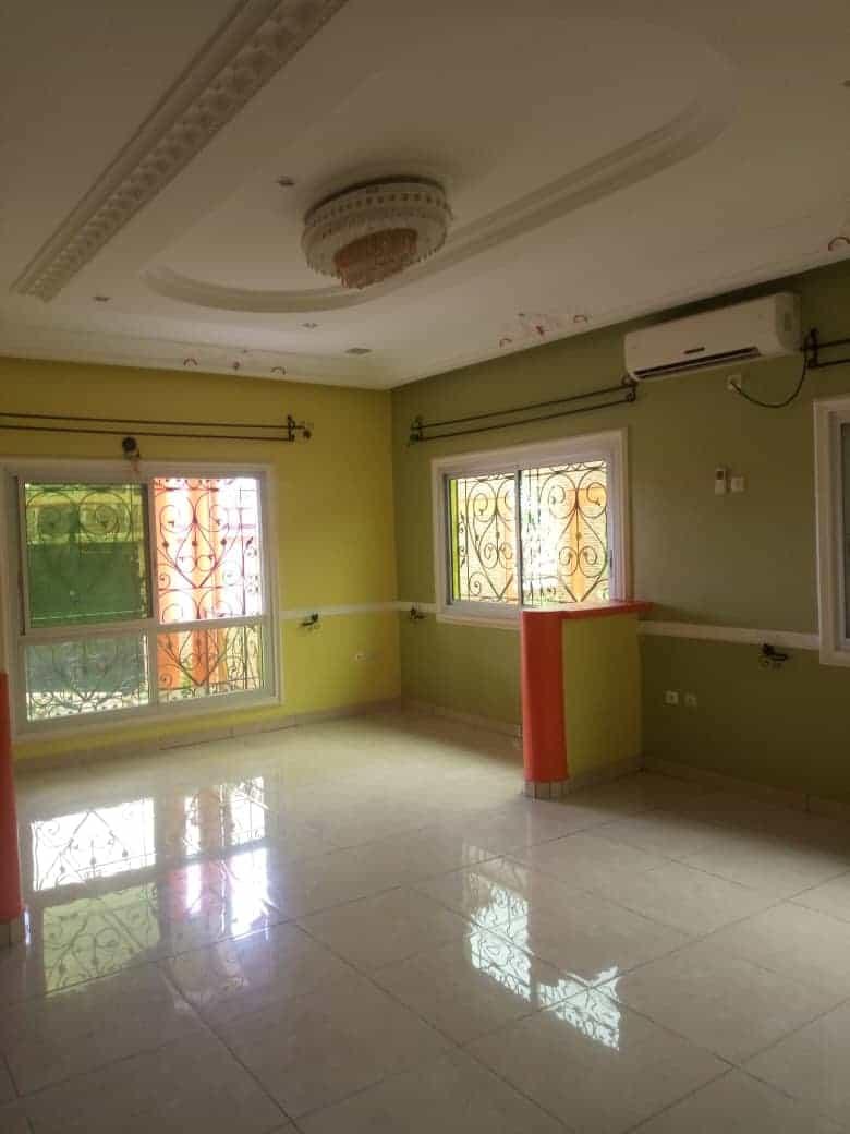 House (Villa) to rent - Douala, Yassa,  - 2 living room(s), 5 bedroom(s), 4 bathroom(s) - 400 000 FCFA / month