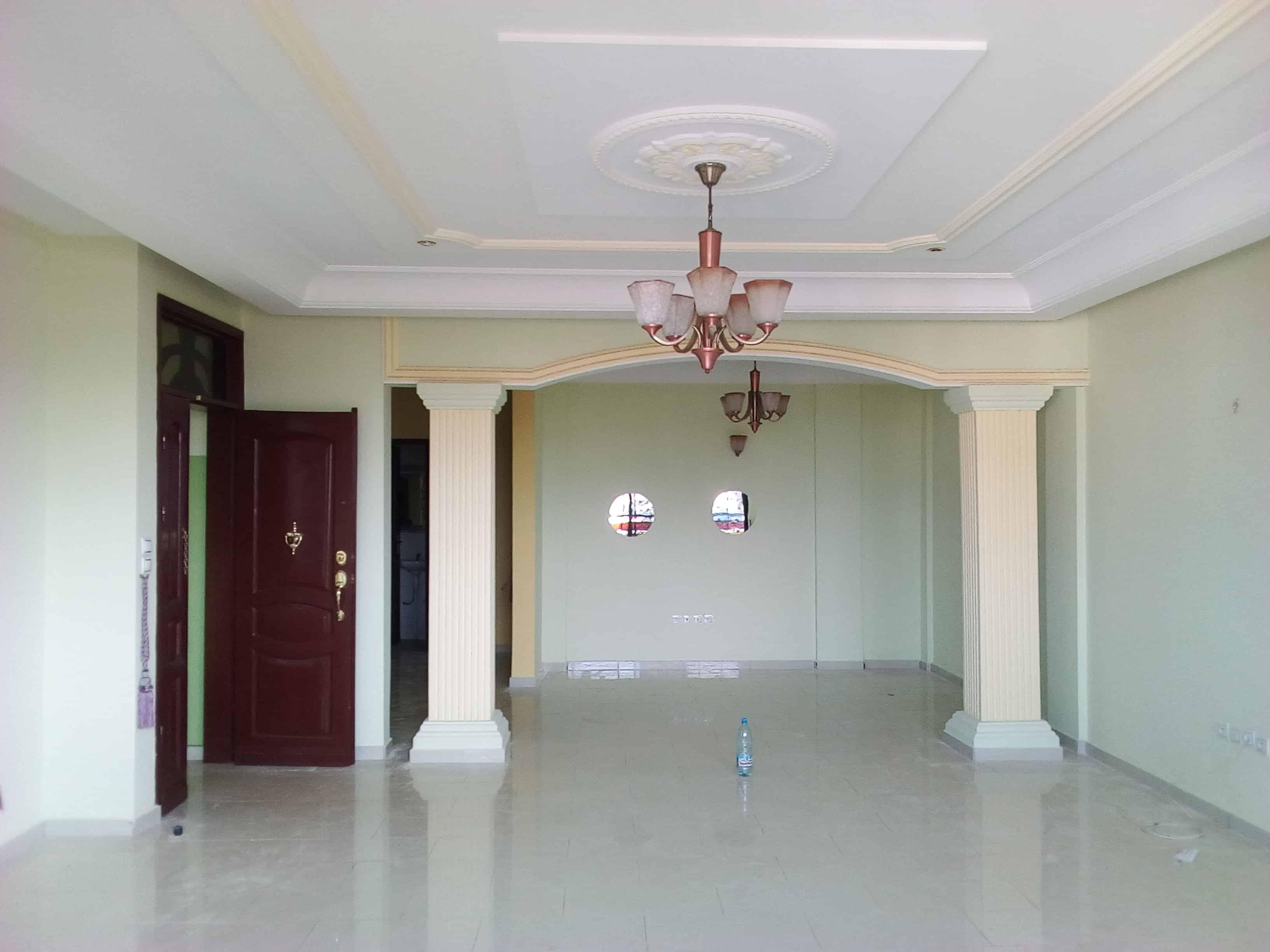 Appartement à louer - Yaoundé, Bastos, pas loin dude la pharmacie - 1 salon(s), 2 chambre(s), 3 salle(s) de bains - 1 200 000 FCFA / mois