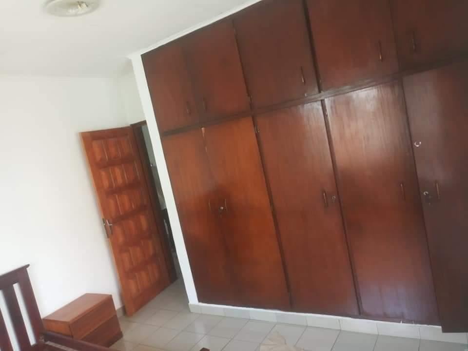 Maison (Villa) à louer - Douala, Bonapriso,  - 2 salon(s), 4 chambre(s), 3 salle(s) de bains - 1 500 000 FCFA / mois