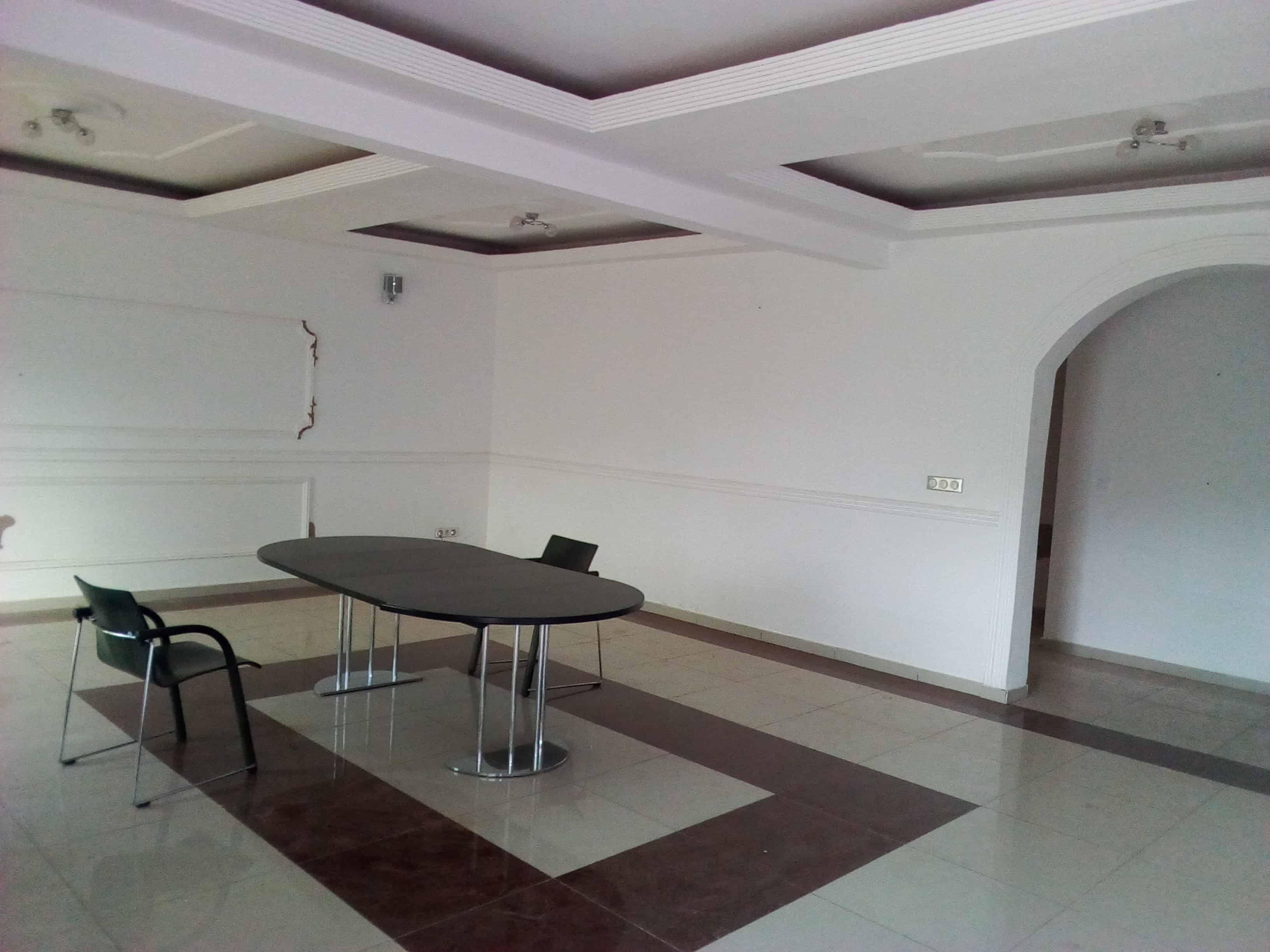 Bureau à louer à Yaoundé, Bastos, golf -  m2 - 1 700 000 FCFA