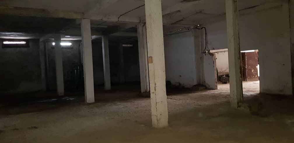 Magasin à louer à Douala, Akwa I, Ver immeuble sapeurs - 500 m2 - 800 000 FCFA
