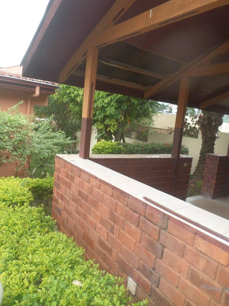 Office to rent at Yaoundé, Bastos, apres ambassade de coree - 2000 m2 - 3 000 000 FCFA