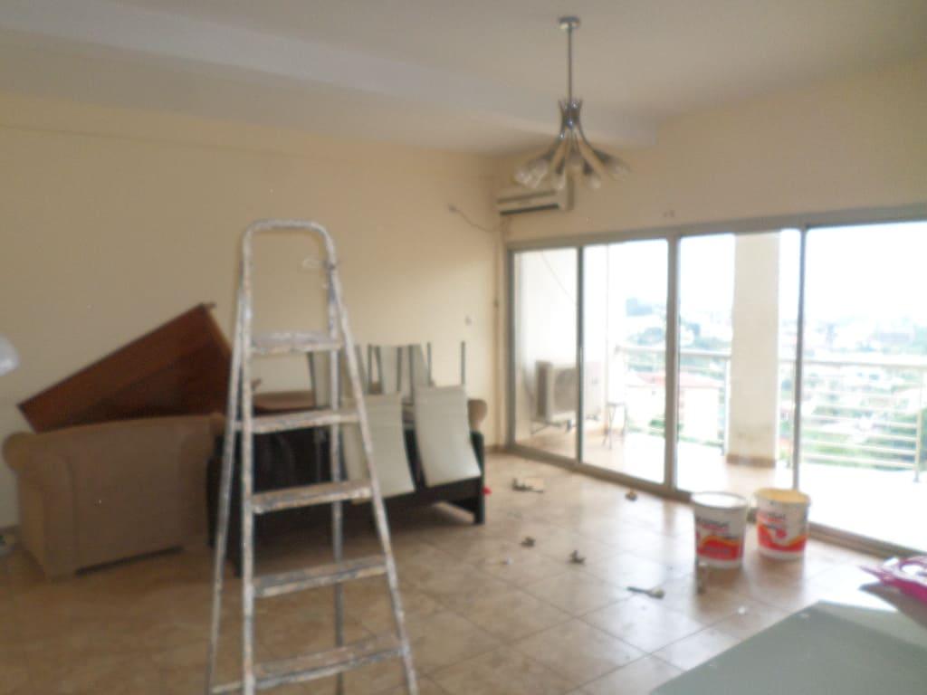Appartement à louer - Yaoundé, Bastos, pas loin du palais de congres - 1 salon(s), 2 chambre(s), 3 salle(s) de bains - 350 000 FCFA / mois