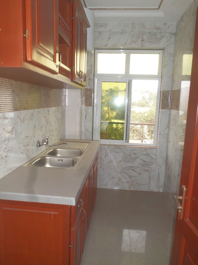Appartement à louer - Yaoundé, Bastos, pas loin de lonel - 1 salon(s), 1 chambre(s), 2 salle(s) de bains - 1 000 000 FCFA / mois