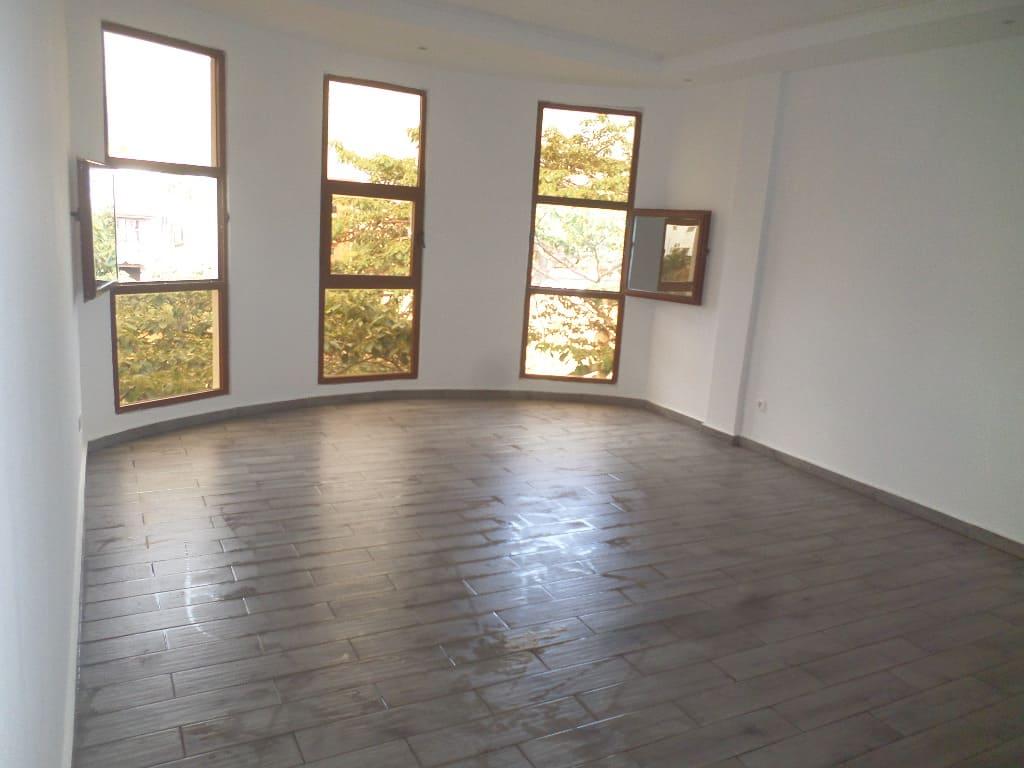 Apartment to rent - Yaoundé, Mfandena,  - 1 living room(s), 3 bedroom(s), 3 bathroom(s) - 350 000 FCFA / month