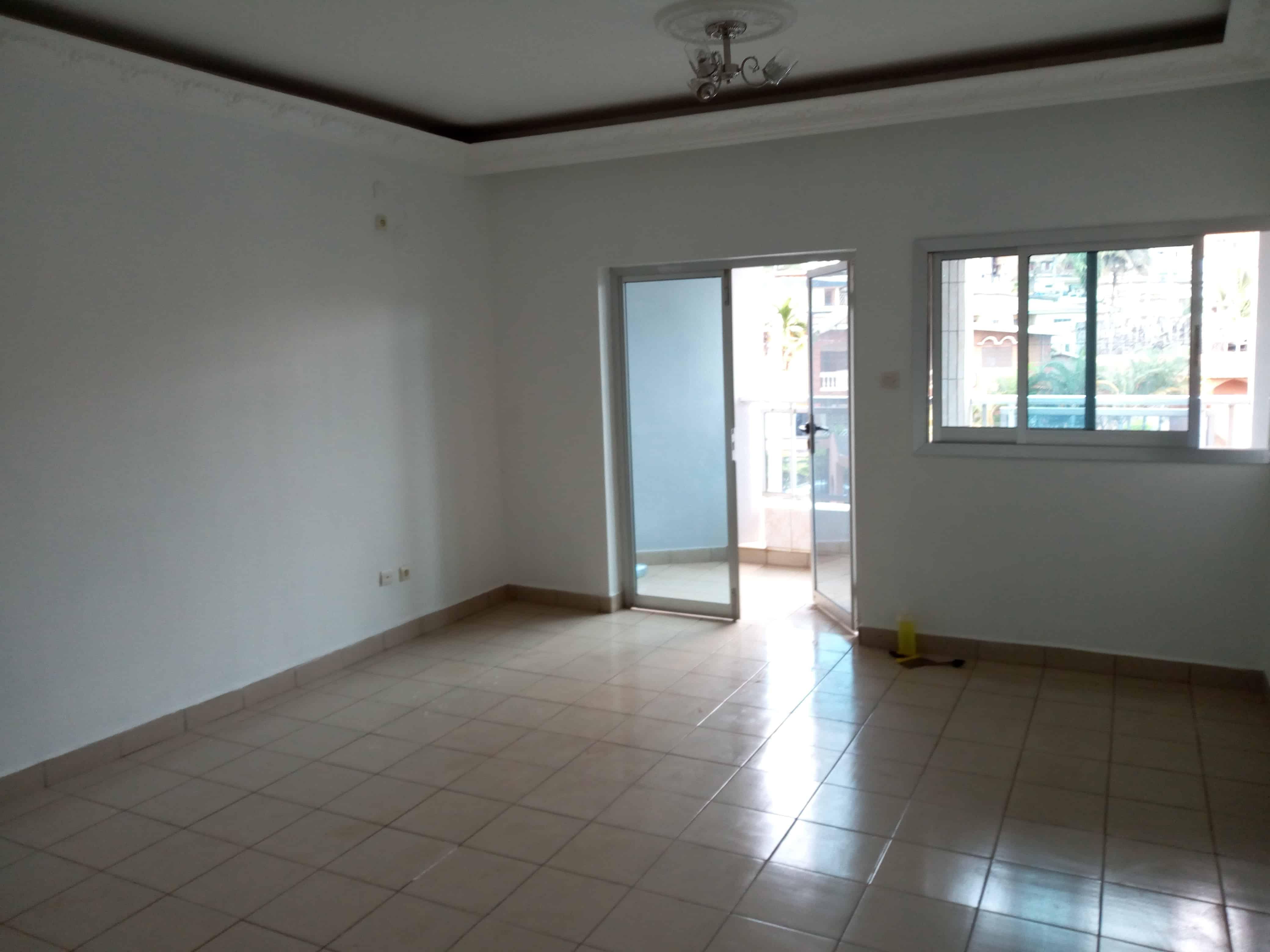 Appartement à louer - Yaoundé, Biyem-Assi, immobilier - 1 salon(s), 2 chambre(s), 1 salle(s) de bains - 150 000 FCFA / mois