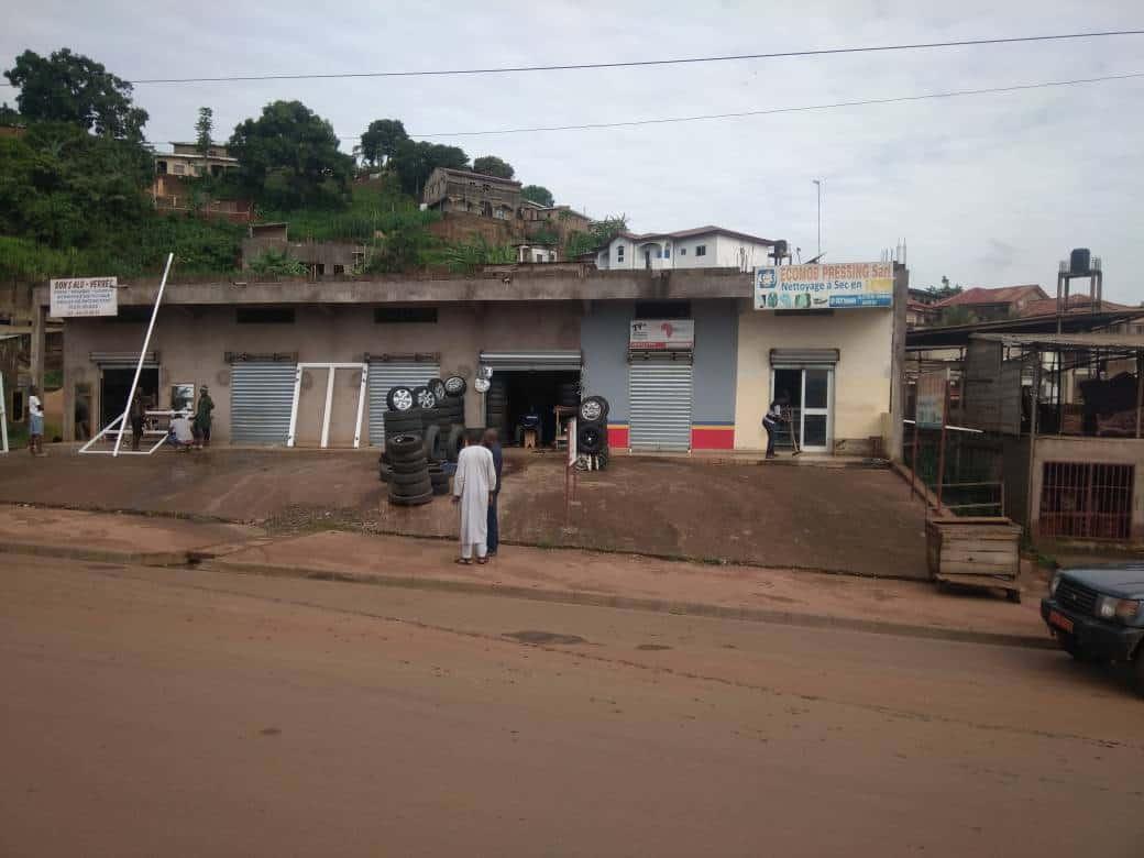 Shop to rent at Yaoundé, Olembe, FACE STATION TRADEX - 32 m2 - 150 000 FCFA