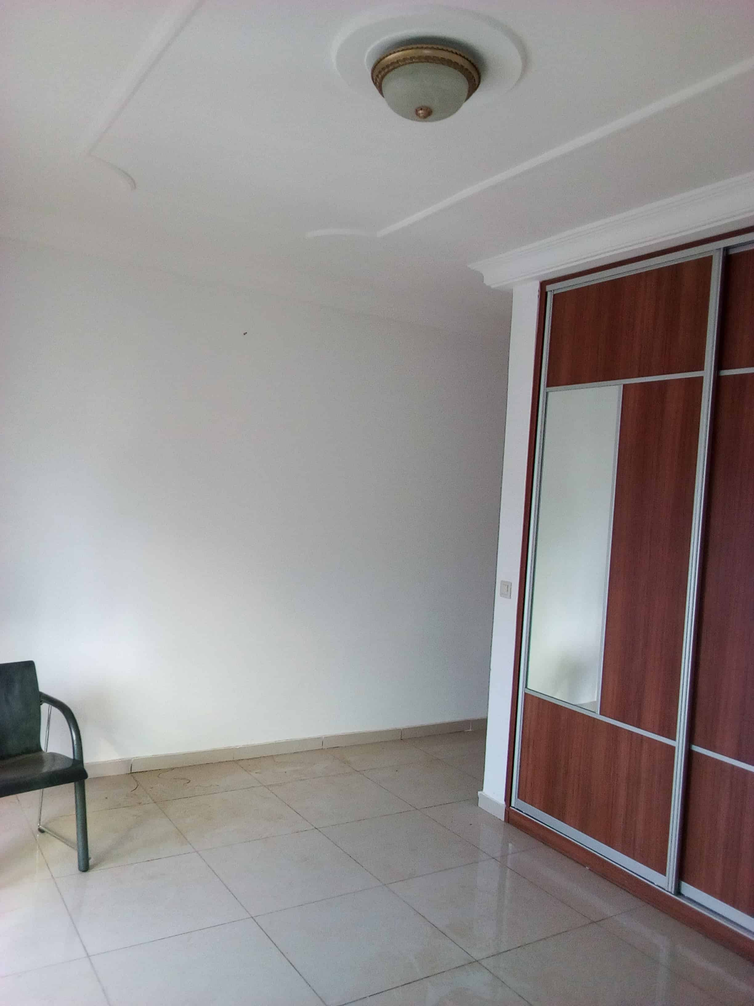 Office to rent at Yaoundé, Bastos, golf -  m2 - 1 700 000 FCFA