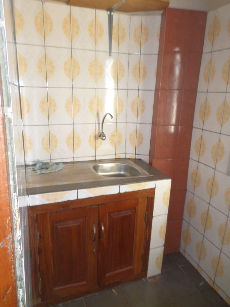 Appartement à louer - Yaoundé, Santa Barbara,  - 1 salon(s), 1 chambre(s), 1 salle(s) de bains - 105 000 FCFA / mois