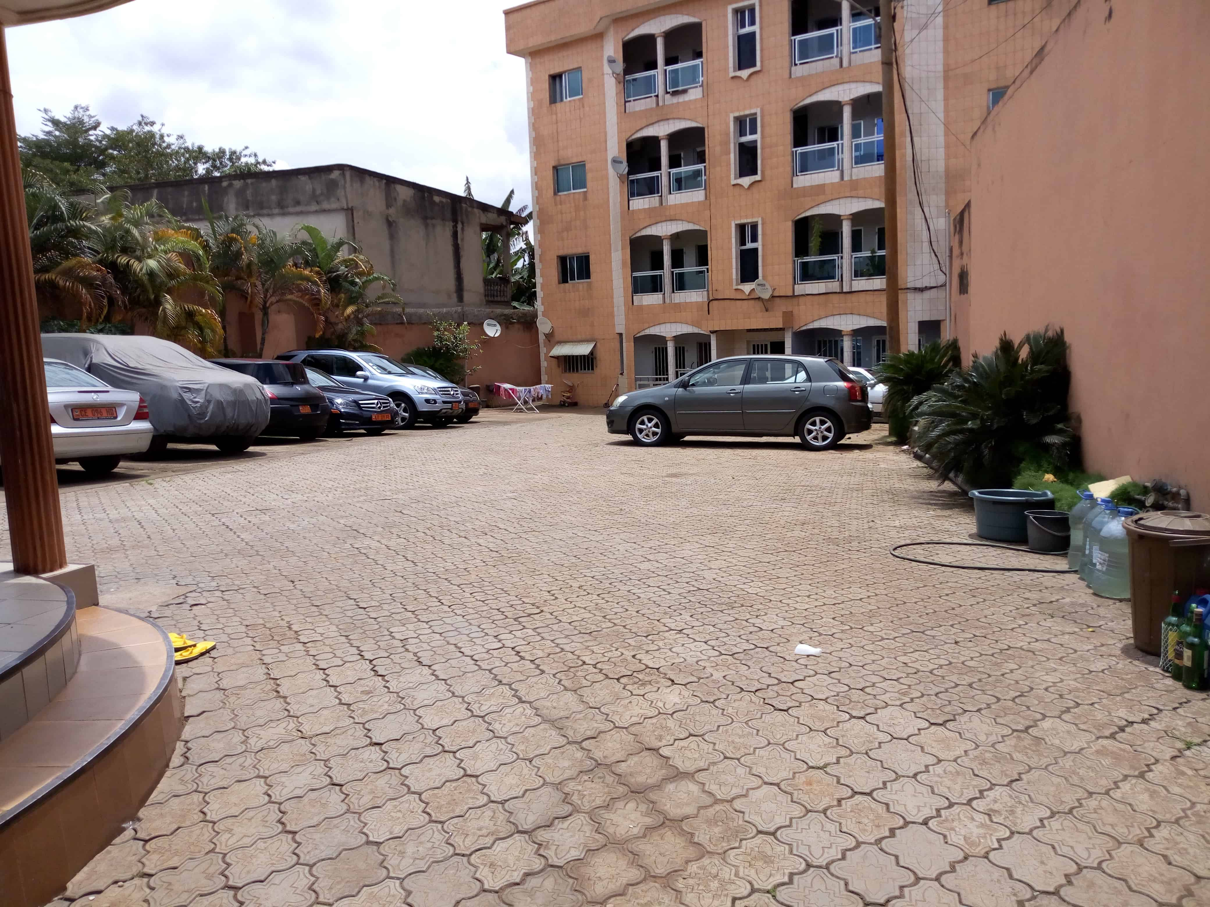 Apartment to rent - Yaoundé, Biyem-Assi, immobilier - 1 living room(s), 2 bedroom(s), 1 bathroom(s) - 150 000 FCFA / month