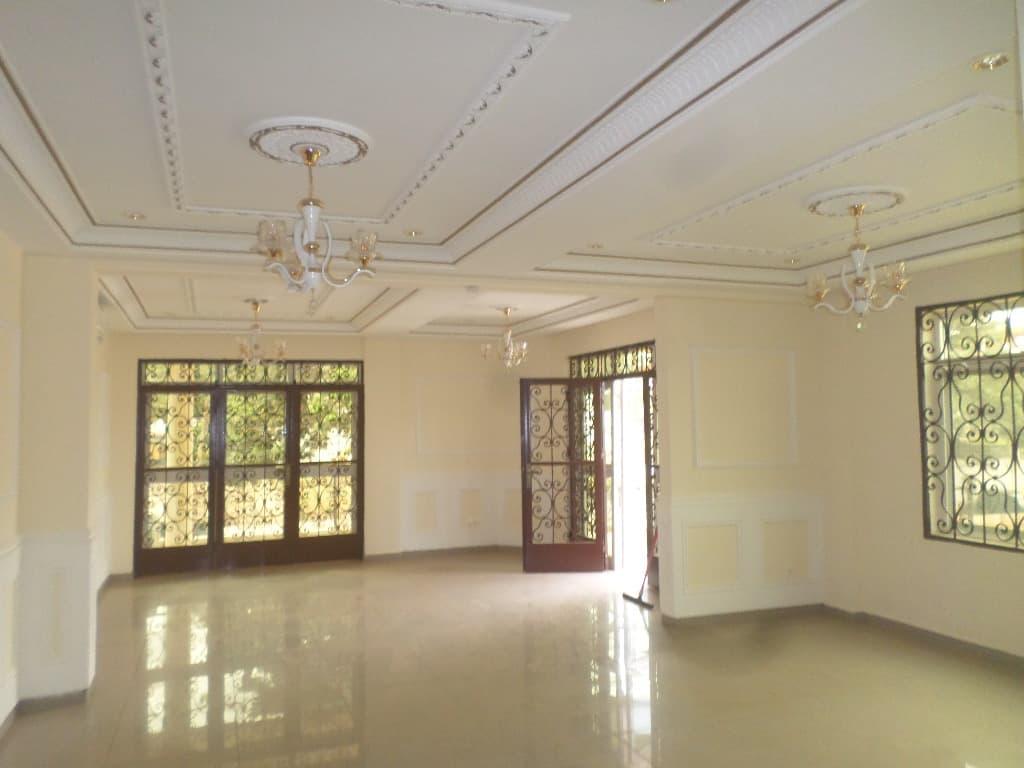Apartment to rent - Yaoundé, Bastos, immeuble  neuf de 6 appartement de 3chambres 4douches salon cuisine - 1 living room(s), 3 bedroom(s), 4 bathroom(s) - 9 000 000 FCFA / month
