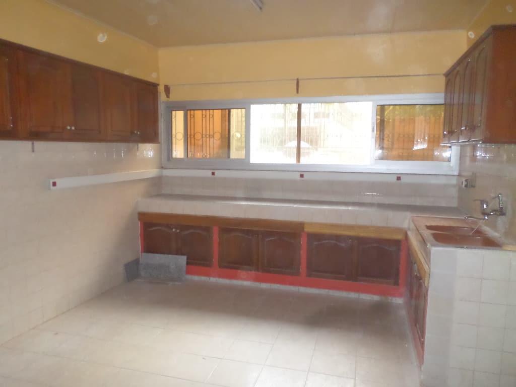 House (Duplex) to rent - Yaoundé, Bastos, apres ambassade de coree - 1 living room(s), 5 bedroom(s), 4 bathroom(s) - 2 500 000 FCFA / month