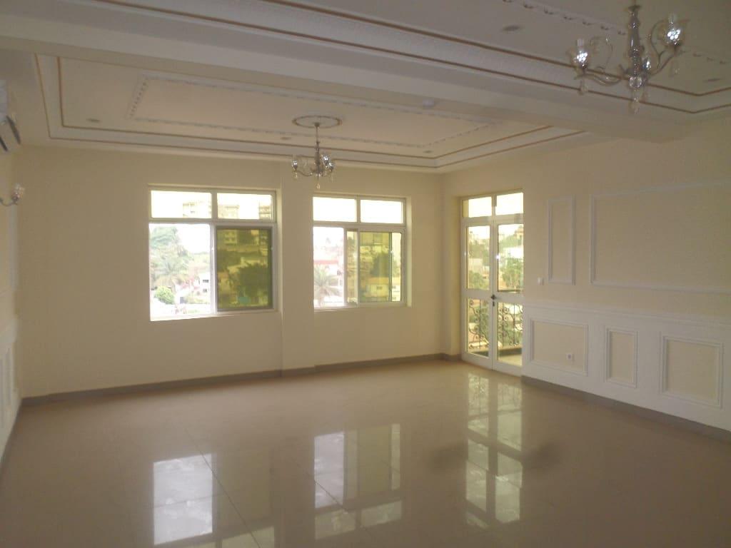 Apartment to rent - Yaoundé, Bastos, IMMEUBLE NEUF DE 5 ETAGES AVEC  ASCENSEUR COMPRENANT 3 APPART DE 3 CHAMBRES- 2 APPART DE 2CHAMBRES -2 STUDIOS - 1 living room(s), 3 bedroom(s), 4 bathroom(s) - 1 700 000 FCFA / month