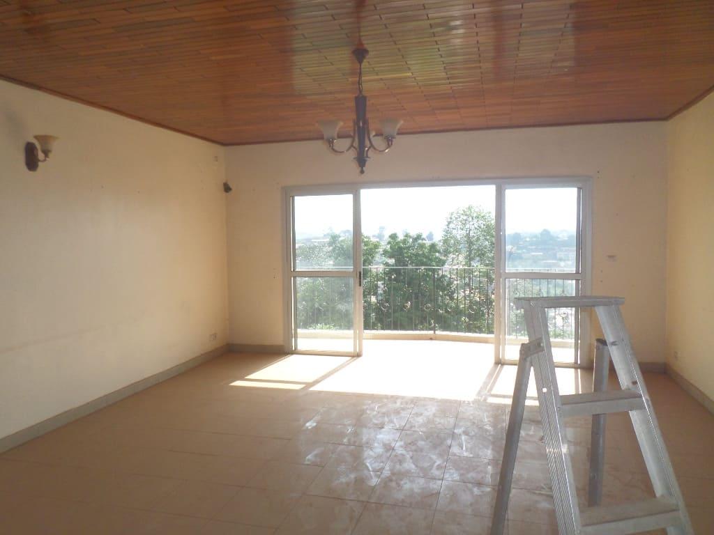 Appartement à louer - Yaoundé, Ekoumdoum,  - 1 salon(s), 2 chambre(s), 3 salle(s) de bains - 250 000 FCFA / mois