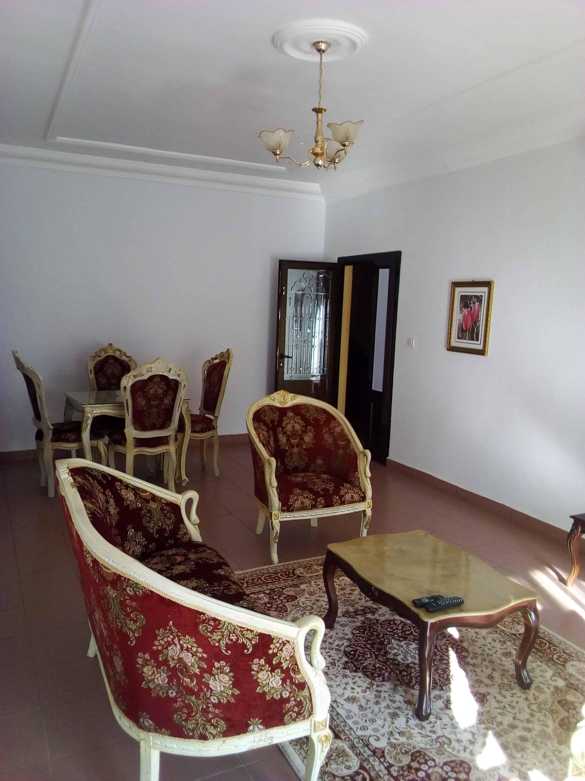 Apartment to rent - Yaoundé, Bastos, pas loin de lorient rouge - 1 living room(s), 2 bedroom(s), 3 bathroom(s) - 800 000 FCFA / month