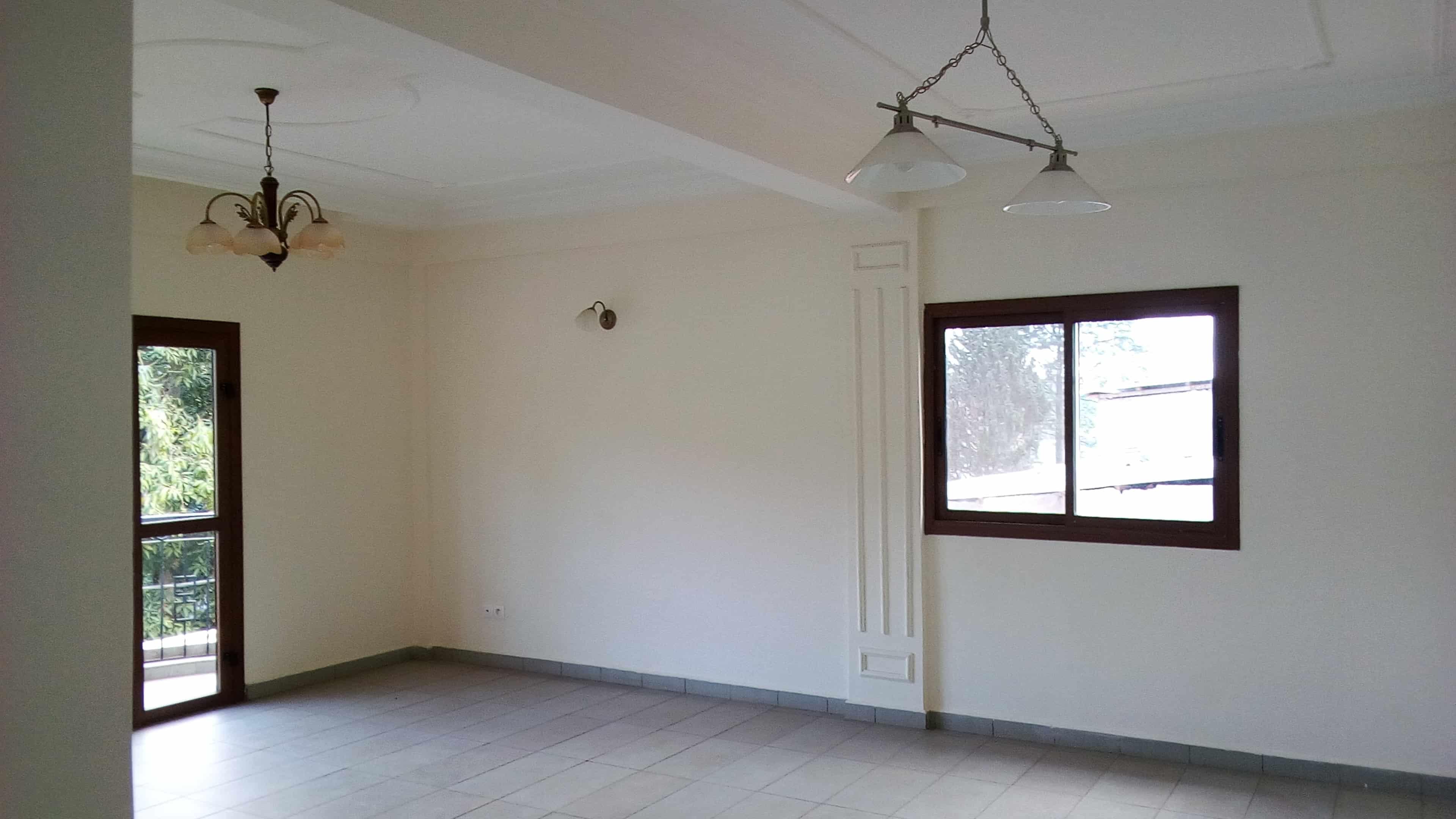 Apartment to rent - Yaoundé, Mfandena, Vers avenue foe - 1 living room(s), 2 bedroom(s), 2 bathroom(s) - 300 000 FCFA / month
