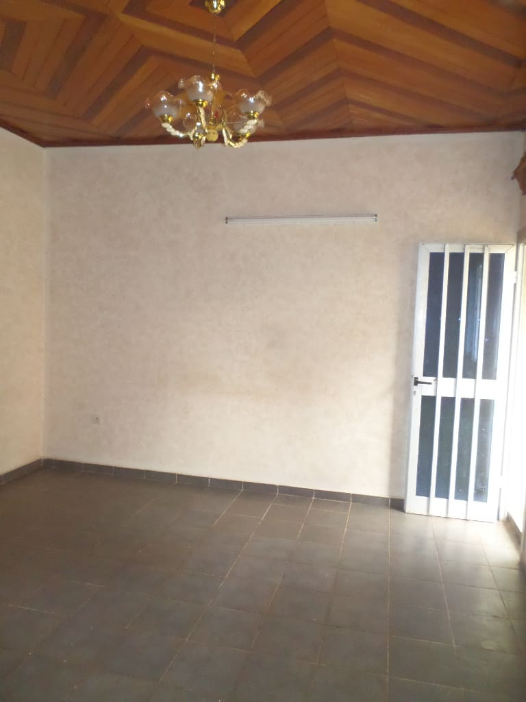 Apartment to rent - Yaoundé, Santa Barbara,  - 1 living room(s), 1 bedroom(s), 1 bathroom(s) - 85 000 FCFA / month