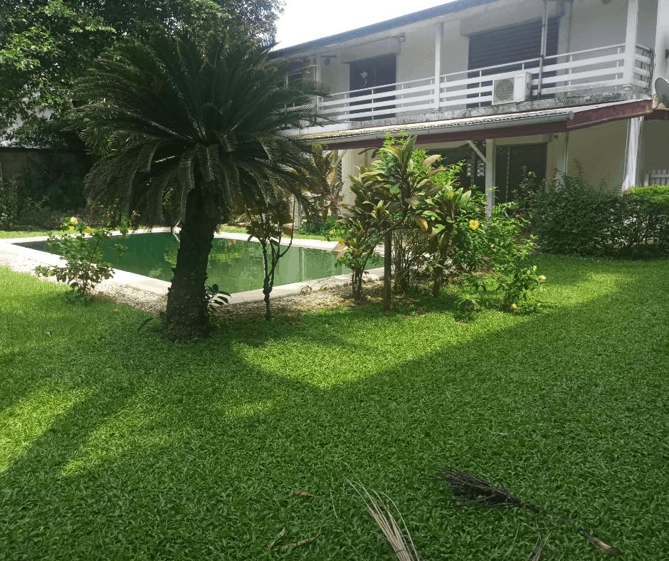 Maison (Villa) à louer - Douala, Bonapriso,  - 1 salon(s), 4 chambre(s), 3 salle(s) de bains - 3 000 000 FCFA / mois