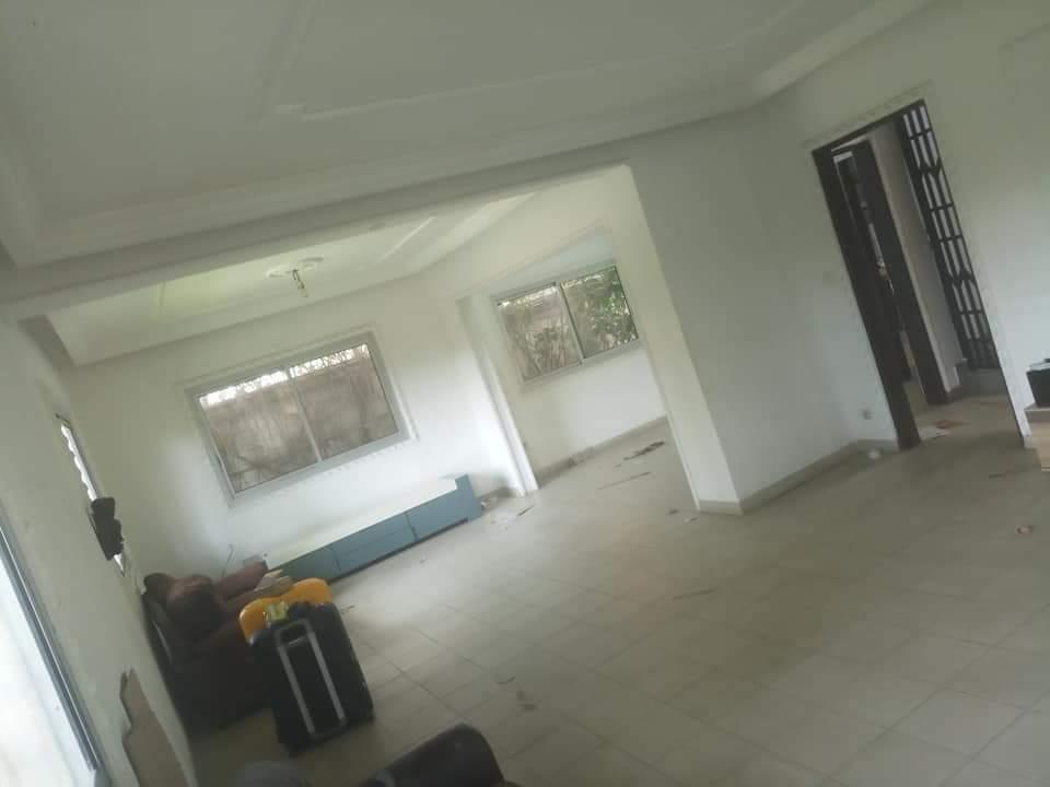House (Villa) to rent - Douala, Bonapriso,  - 2 living room(s), 4 bedroom(s), 3 bathroom(s) - 1 500 000 FCFA / month