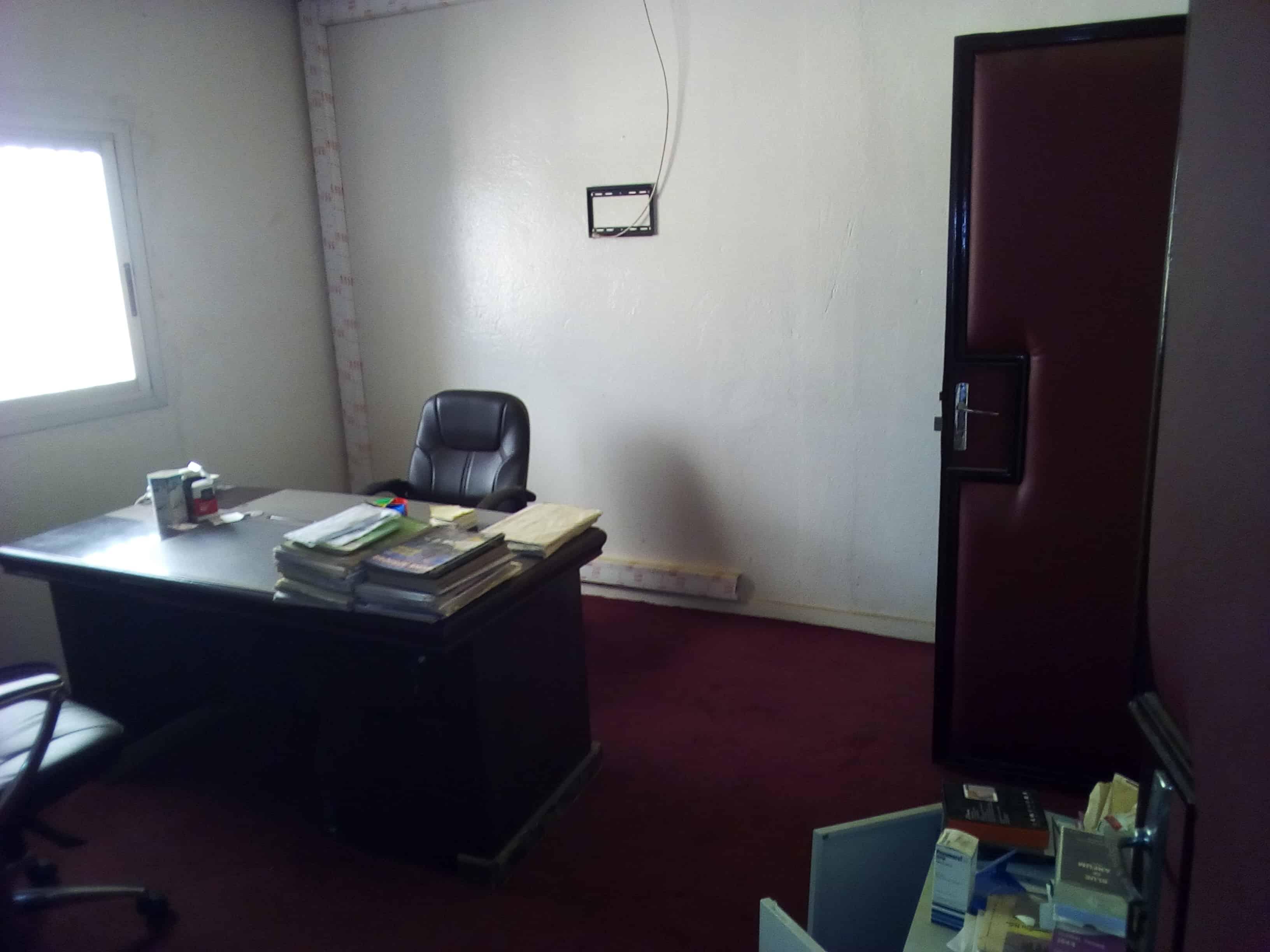 Office to rent at Yaoundé, Mfandena, OMNISPORT - 800 m2 - 600 000 FCFA