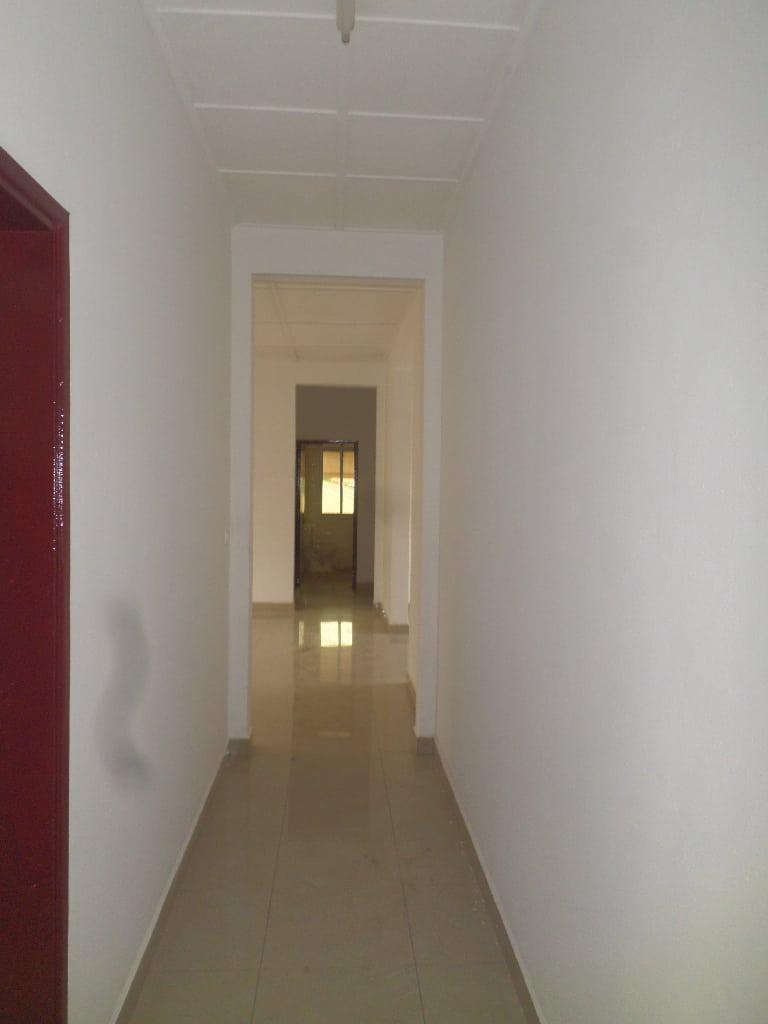 Appartement à louer - Yaoundé, Santa Barbara,  - 1 salon(s), 3 chambre(s), 2 salle(s) de bains - 315 000 FCFA / mois