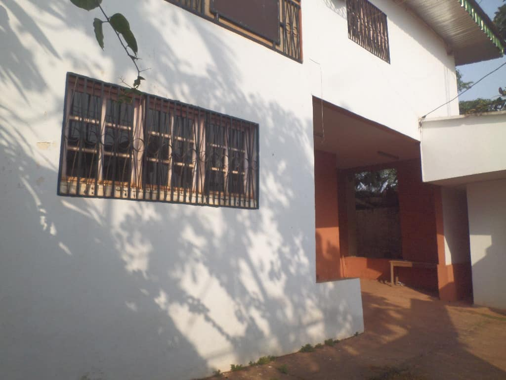 Bureau à louer à Yaoundé, Mballa II, entree hopital jamot - 300 m2 - 500 000 FCFA