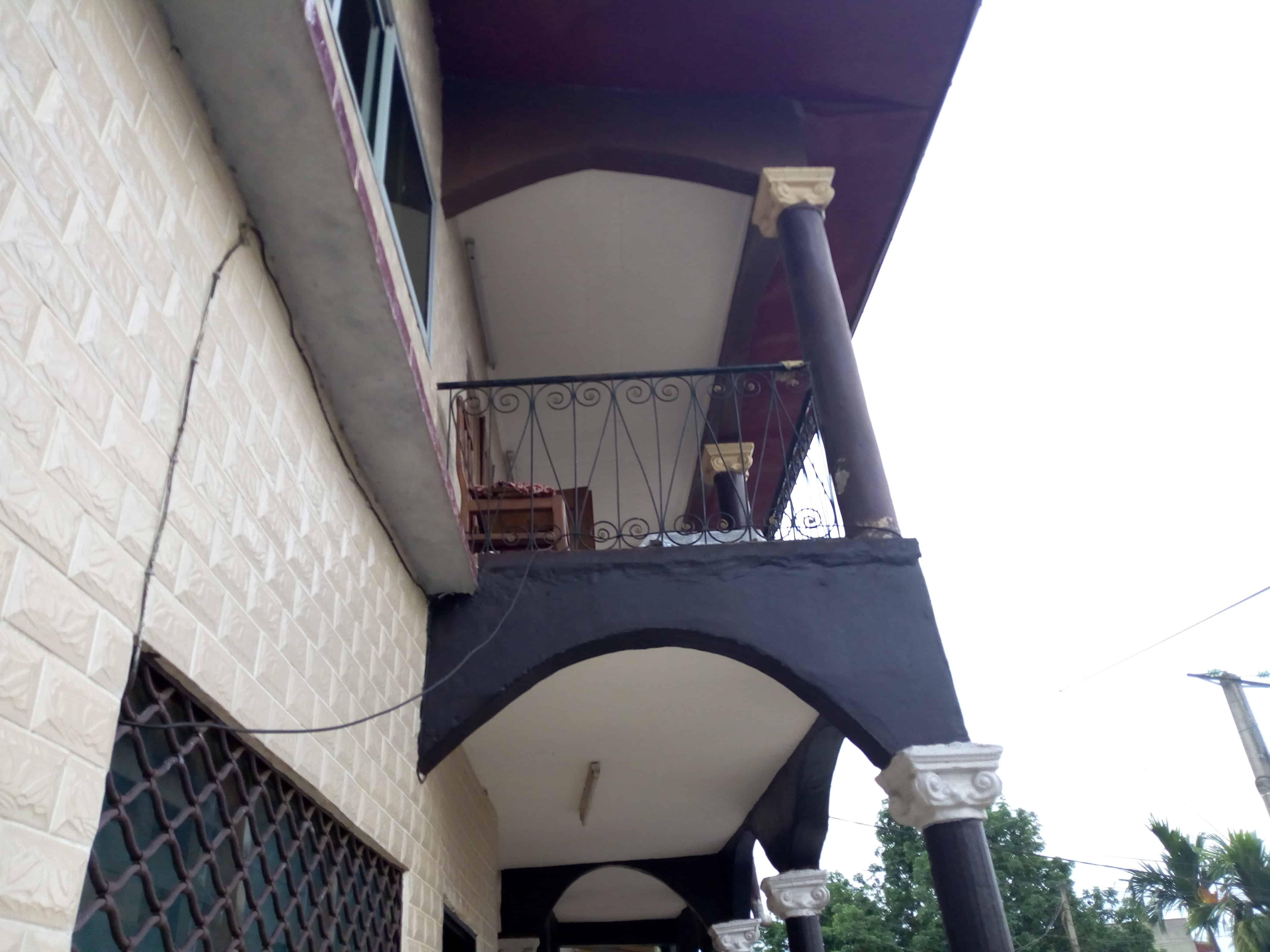 House (Villa) for sale - Yaoundé, Biyem-Assi, immeuble à vendre à Yaoundé biyem assi montée maison blanche - 1 living room(s), 4 bedroom(s), 3 bathroom(s) - 78 000 000 FCFA / month