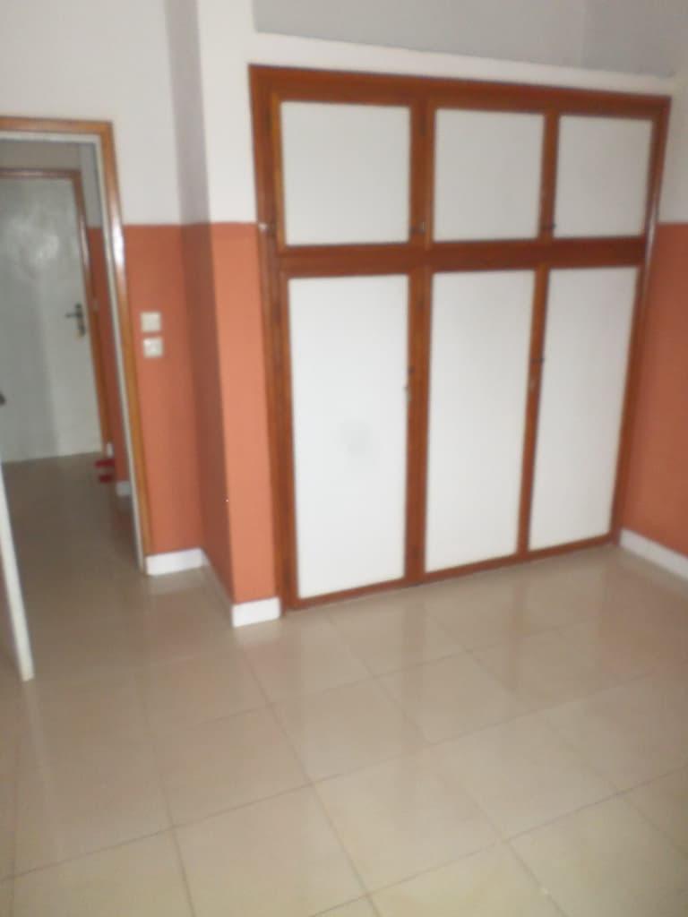 Bureau à louer à Yaoundé, Mbankolo,  - 100 m2 - 200 000 FCFA