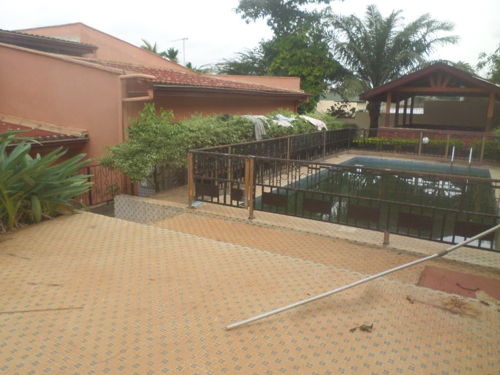 House (Duplex) to rent - Yaoundé, Bastos, apres ambassade de coree - 1 living room(s), 5 bedroom(s), 4 bathroom(s) - 2 500 000 FCFA / month