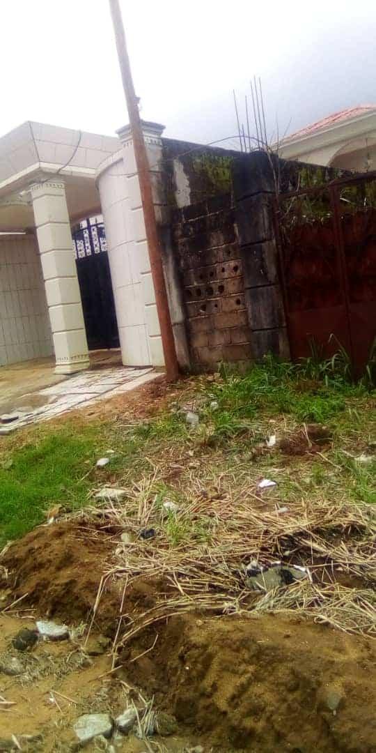 Terrain à vendre - Douala, Lendi, Maison Blanche - 800 m2 - 15 000 000 FCFA