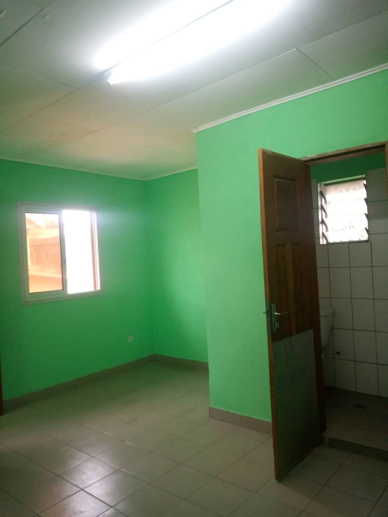 Studio to rent - Douala, Makepe, Bloc L - 35 000 FCFA / month
