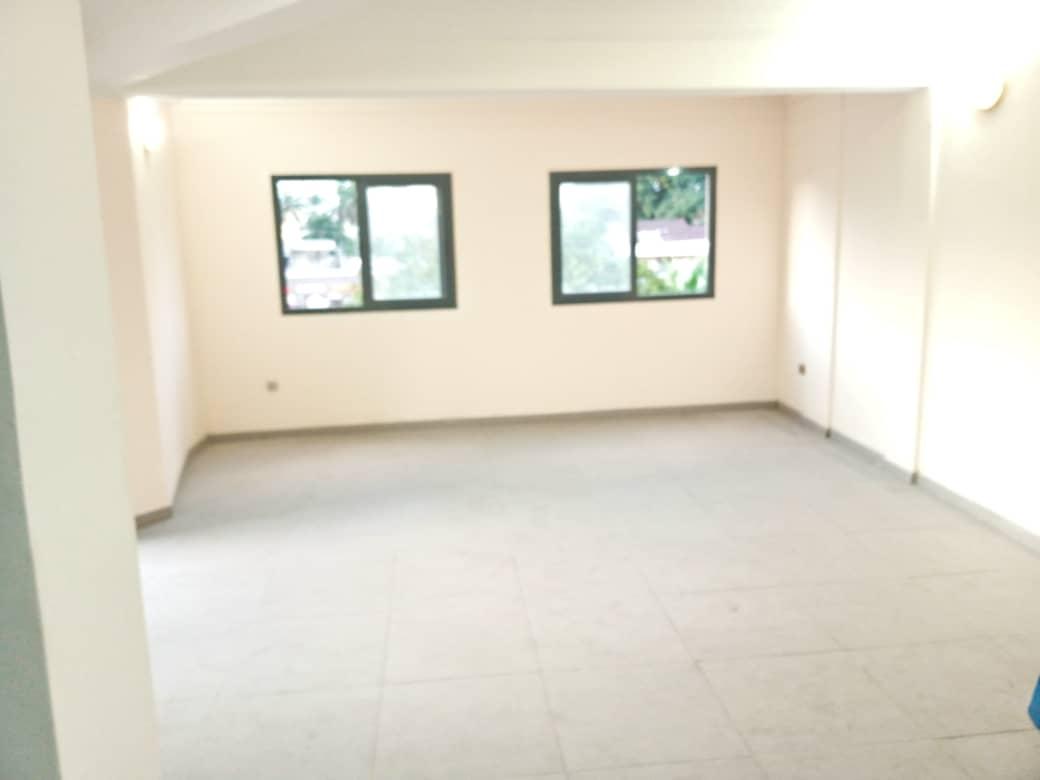 Appartement à louer - Douala, Bali, Bon Bali - 1 salon(s), 2 chambre(s), 1 salle(s) de bains - 500 000 FCFA / mois