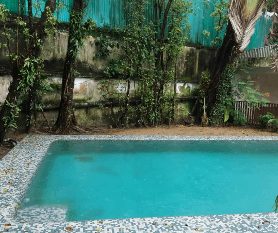 House (Villa) to rent - Douala, Bonapriso, Rue UTA - 1 living room(s), 4 bedroom(s), 3 bathroom(s) - 2 000 000 FCFA / month