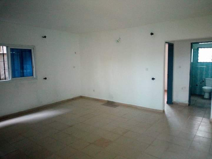 Apartment to rent - Douala, Makepe, Derrière le lycée de MAKEPÈ - 1 living room(s), 2 bedroom(s), 1 bathroom(s) - 75 000 FCFA / month
