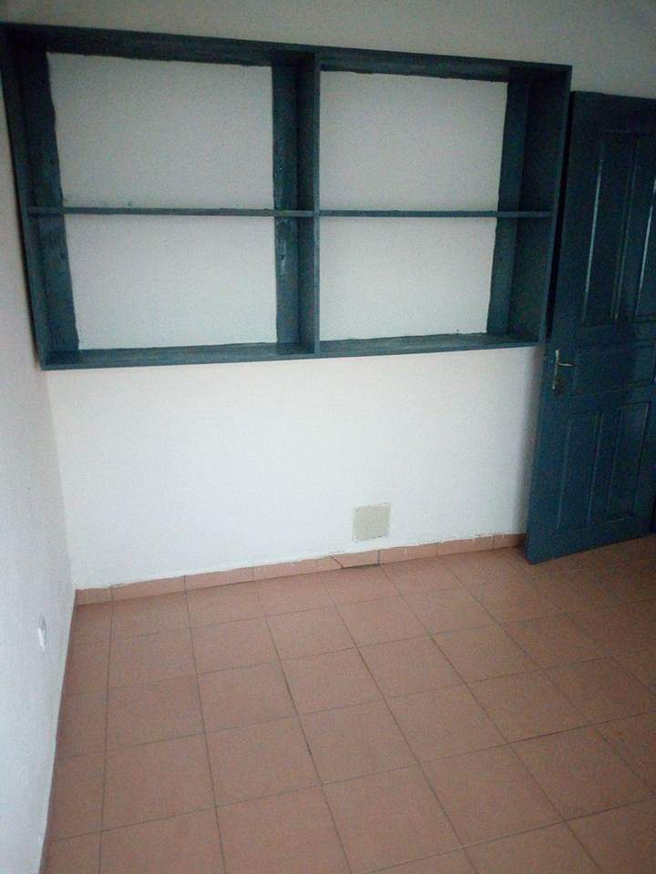 Apartment to rent - Douala, Makepe, Derrière le lycée de MAKEPÈ - 1 living room(s), 2 bedroom(s), 1 bathroom(s) - 75 000 FCFA / month