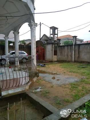House (Villa) for sale - Douala, Logbessou II, mici cté de 4chs modernes face istdi logbessou - 1 living room(s), 4 bedroom(s), 3 bathroom(s) - 6 000 000 FCFA / month