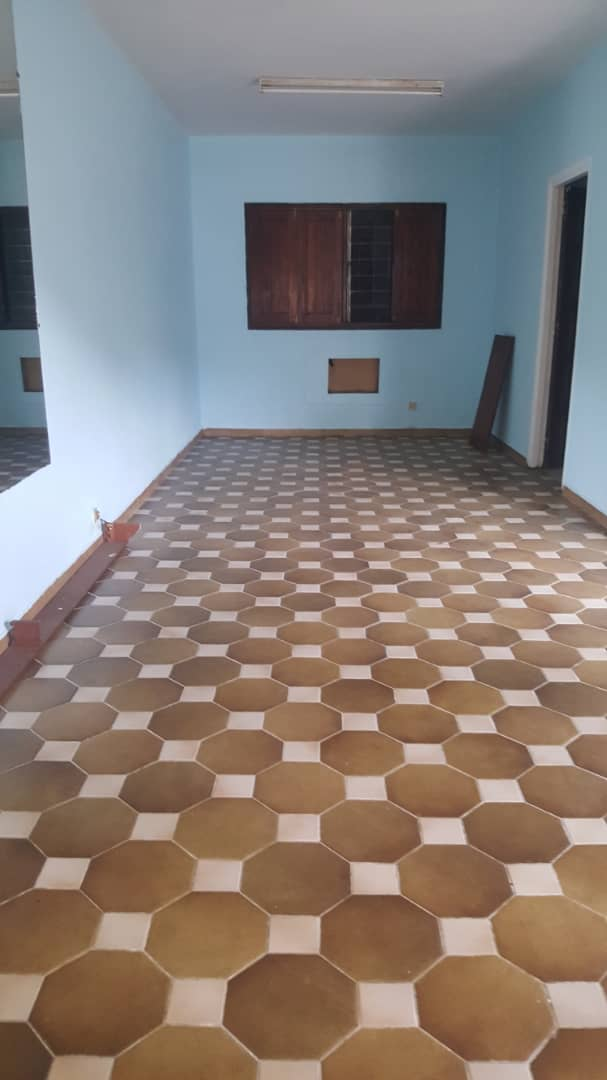 House (Villa) to rent - Douala, Bonamoussadi, Zone A - 1 living room(s), 4 bedroom(s), 3 bathroom(s) - 250 000 FCFA / month