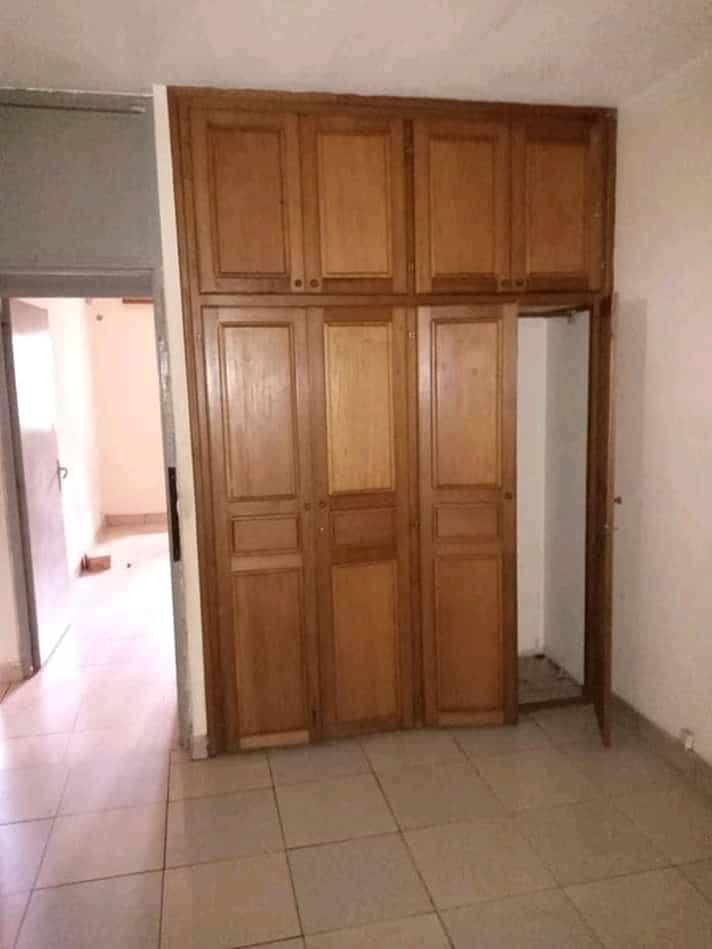 House (Villa) to rent - Douala, Kotto, Ver bloc L - 1 living room(s), 4 bedroom(s), 4 bathroom(s) - 250 000 FCFA / month