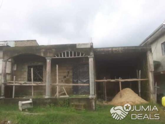 House (Villa) for sale - Douala, PK 11, pk12 ngo ndjoh - 1 living room(s), 3 bedroom(s), 2 bathroom(s) - 9 000 000 FCFA / month