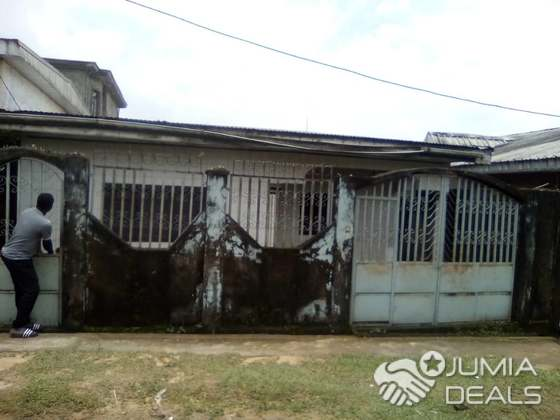 House (Villa) for sale - Douala, Beedi, entrée charly - 1 living room(s), 3 bedroom(s), 2 bathroom(s) - 20 000 000 FCFA / month