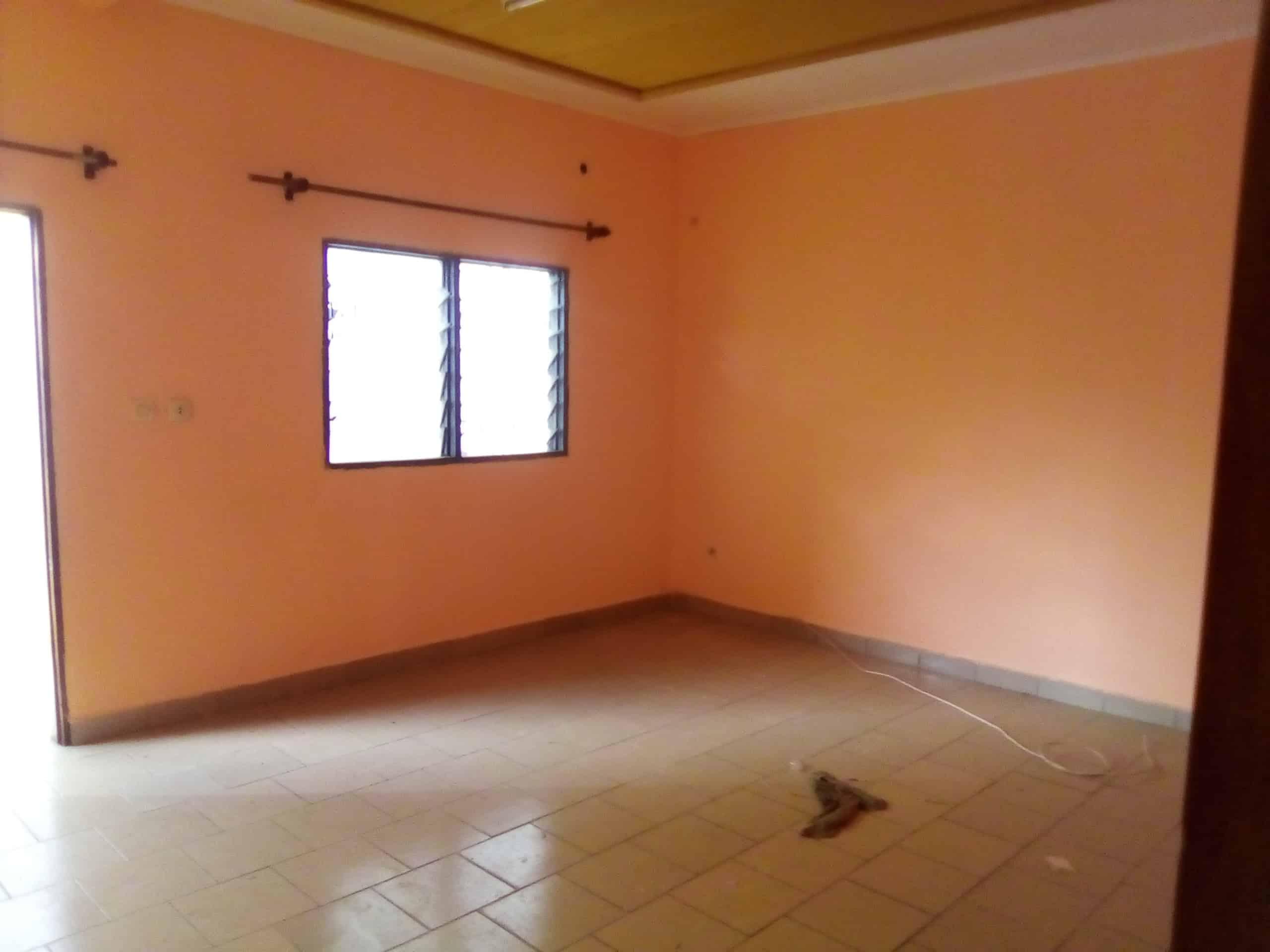 House (Villa) to rent - Douala, Makepe, MAKEPE - 1 living room(s), 3 bedroom(s), 2 bathroom(s) - 150 000 FCFA / month