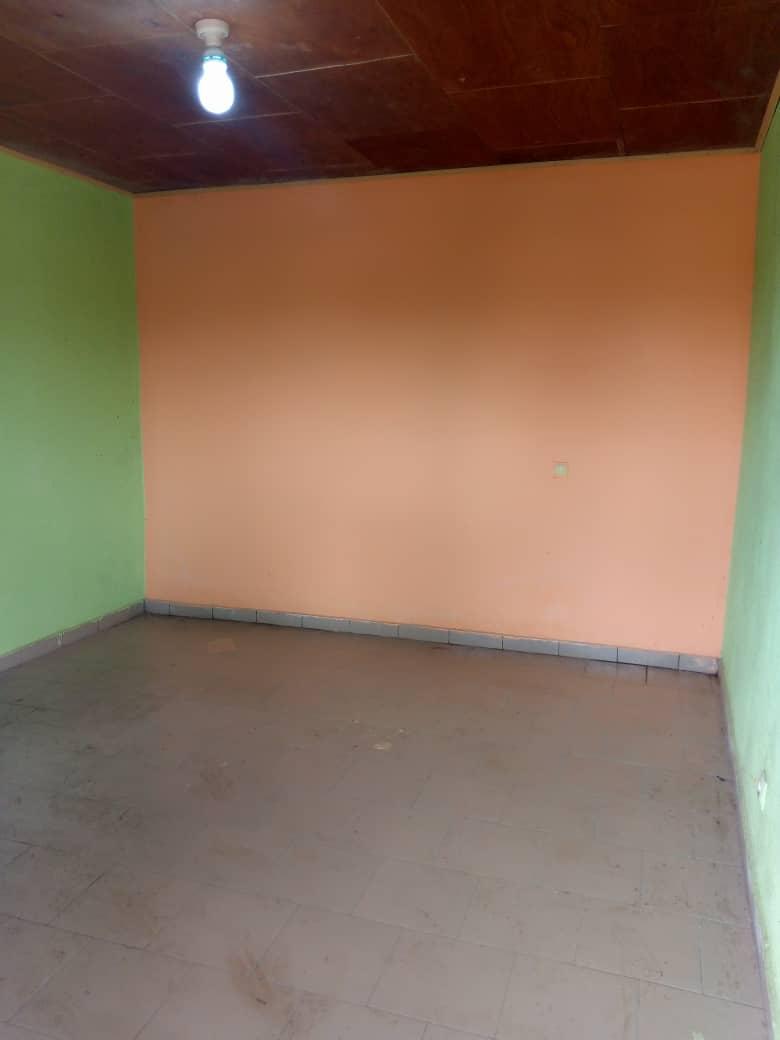 Studio to rent - Douala, Logbessou I, Ver IUC - 40 000 FCFA / month