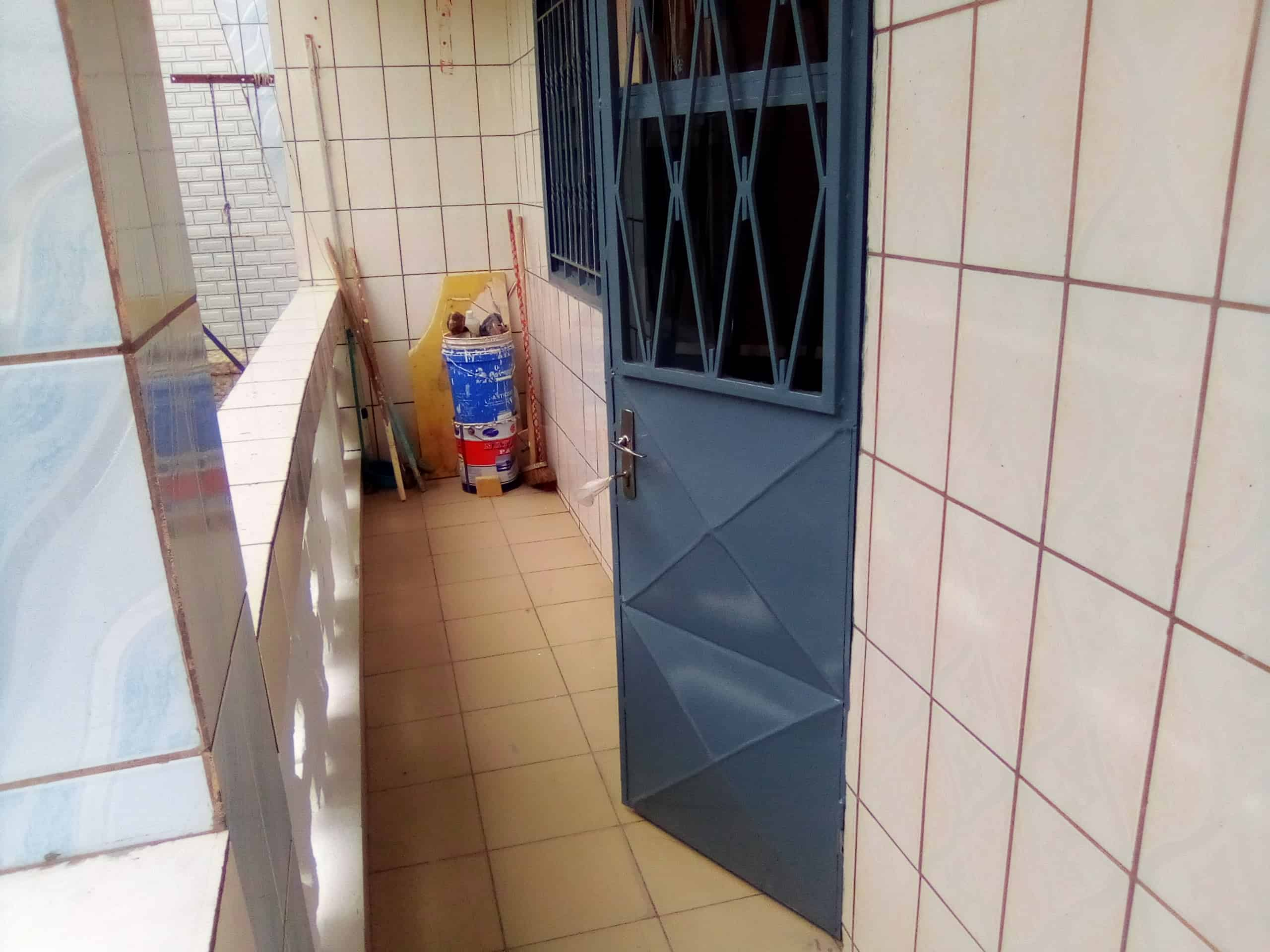 Apartment to rent - Douala, Makepe, Makepe - 1 living room(s), 3 bedroom(s), 2 bathroom(s) - 110 000 FCFA / month