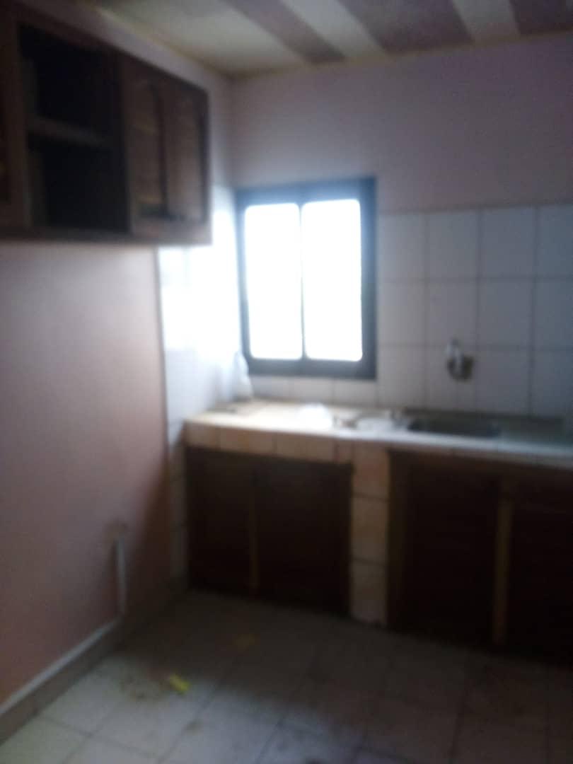 Appartement à louer - Douala, Makepe, Ver belavie - 1 salon(s), 3 chambre(s), 2 salle(s) de bains - 150 000 FCFA / mois